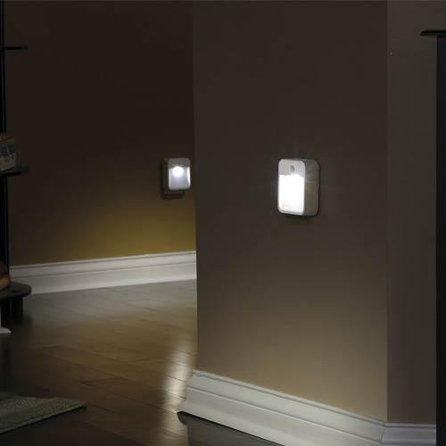spot led avec d tecteur de mouvement pir sans fil mr beams. Black Bedroom Furniture Sets. Home Design Ideas